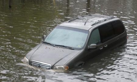 Tips Jeli Terhindar Beli Mobil Bekas Banjir