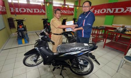 Honda Serahkan 8 Motor Sebagai Bahan Praktik Siswa SMK