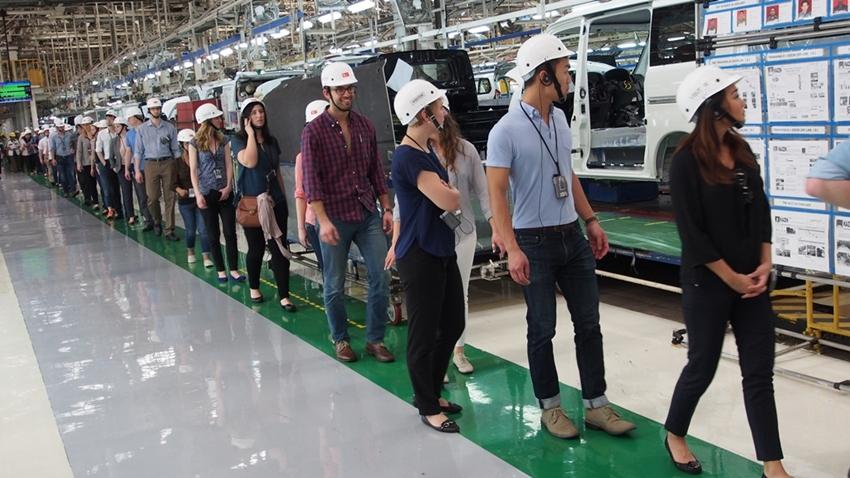 Kunjungan Pabrik dari Mahasiswa Internasional