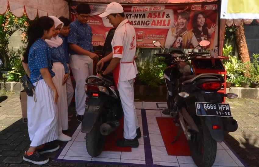 Honda Berbagi Ilmu dan Beri Servis Motor Gratis di SMK Tangerang