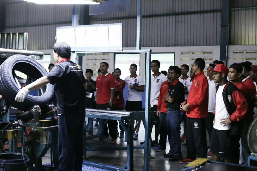 Pabrik Corsa dan Achilles Diserbu Pemain Bola Bali United