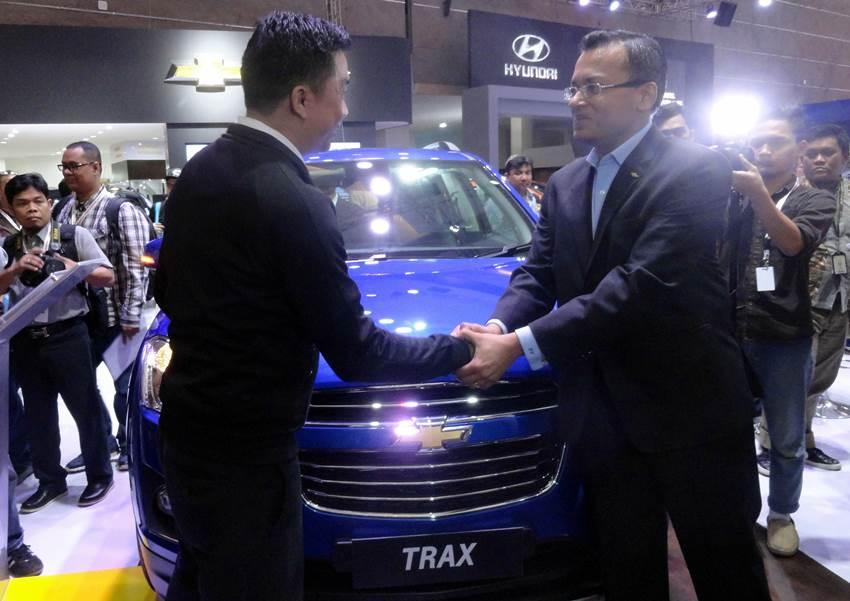Serah Terima Kunci Pembeli Chevrolet Trax Pertama
