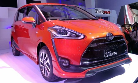 Review Toyota Sienta