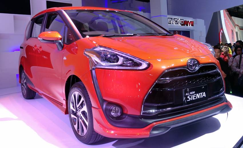 Review Toyota Sienta