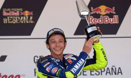 Rossi Sumbangkan Pialanya