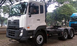 UD Truck Quester GWE 370 Tractor