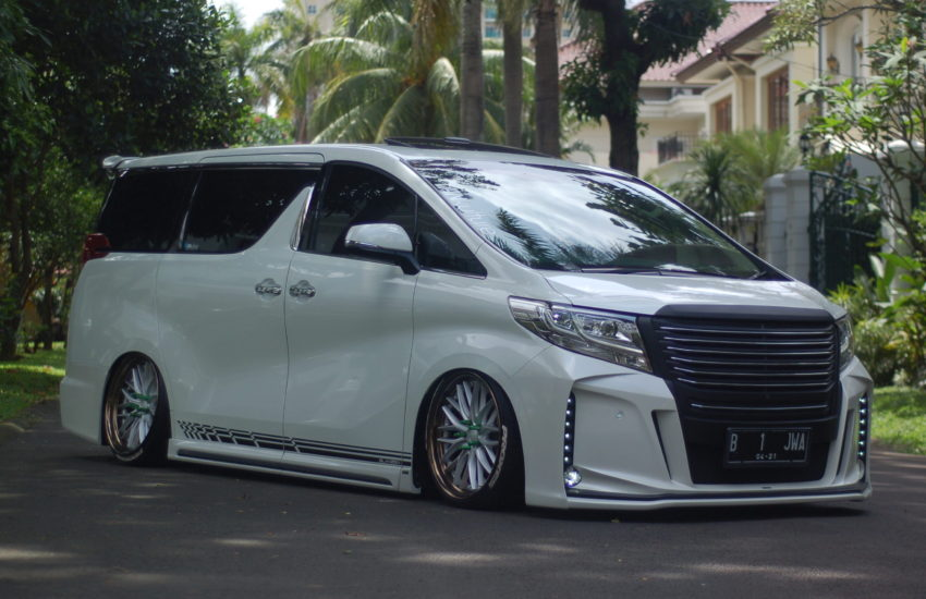 ford di indonesia 2017 with Modifikasi Toyota Alphard G 2016 First In Indonesia on Jual Pelek Baru Bandung Mitsubishi Pajero likewise 3208658 further Toyota Chr Vs Honda Hrv Indonesia Review 2018 also Velg Elegan Meister Ring 16 additionally Mobil Honda Hrv Use Amg Sls Ring 20.