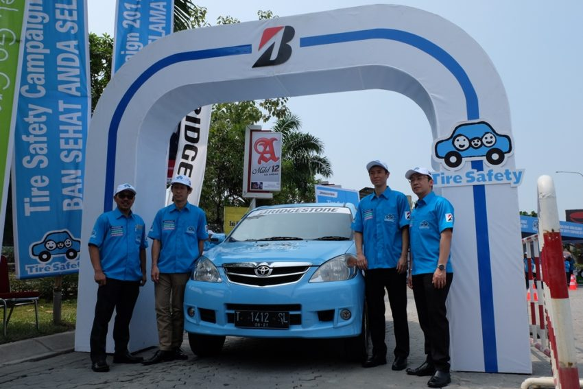 fiat 124 modifikasi with Bridgestone Tire Safety C Aign Kembali Diselenggarakan on Mirage Vs Brio in addition 36690 further Modifikasi G Class Images besides 2013 srt viper race car Wallpapers further Download This High Resolution Picture.