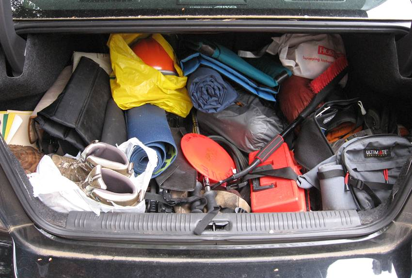 tips menyimpan sepatu di mobil