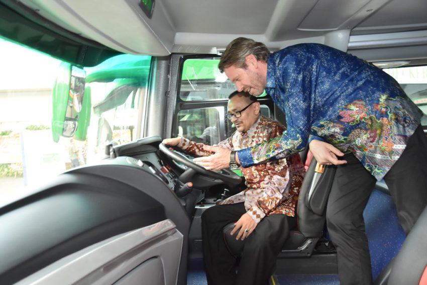 Bus Tingkat Mercedes-Benz