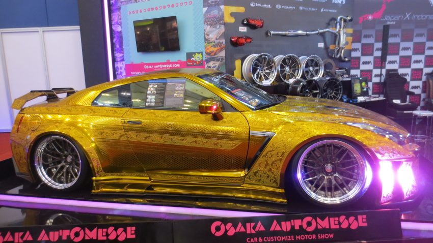 Nissan GT-R R35 KUHL Racing Gold