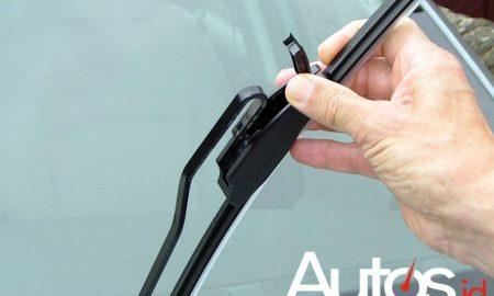 Mengganti Karet Wiper Mobil