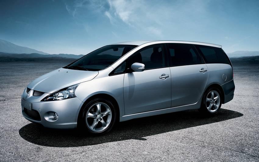 Pilihan Mobil Bekas Mitsubishi Grandis 2008 Atau Honda Odyssey 2005 Autos Id