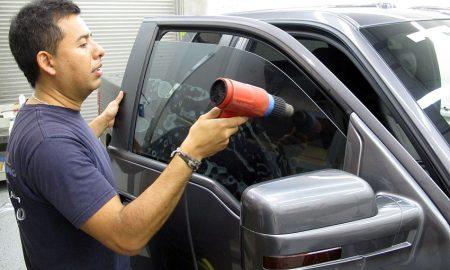 memasang kaca film mobil