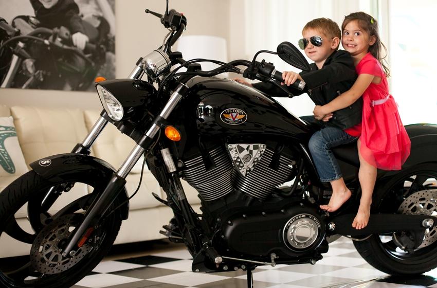 anak kecil suka naik motor