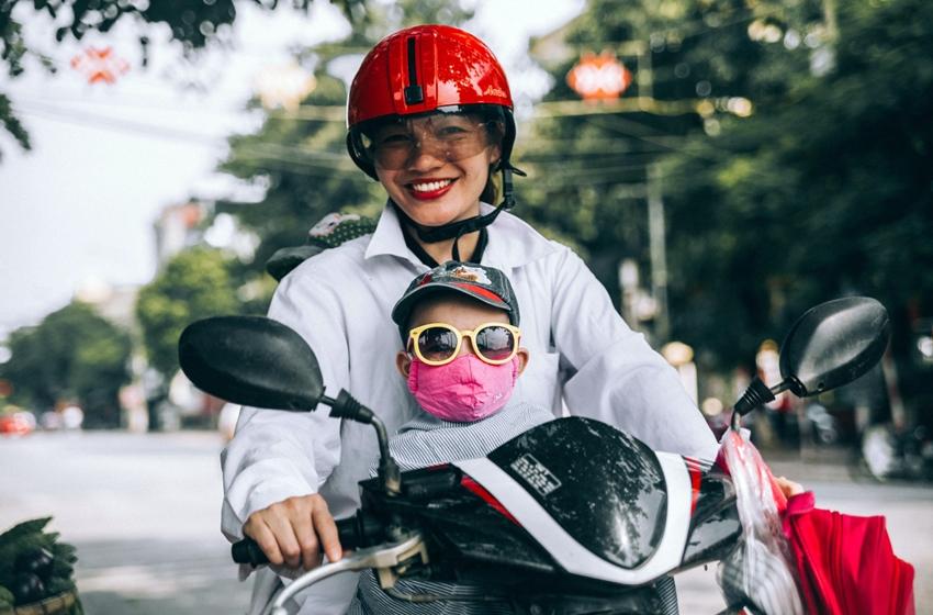 memilih helm