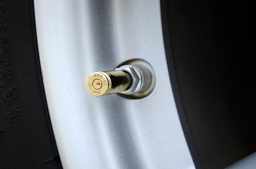 Tutup pentil ban berperan menjaga tekanan udara dalam ban dan mencegah kotoran masuk ke dalam ban