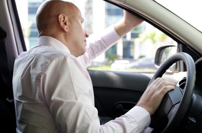 berada di kemacetan membuat pengemudi menjadi mudah emosi