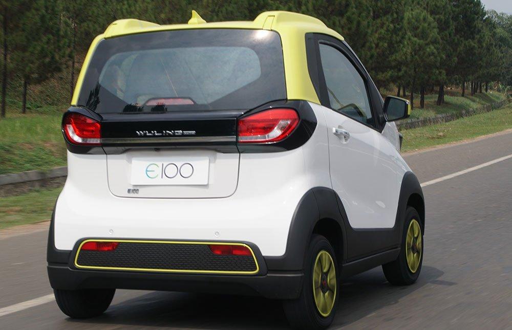 Mobil-berkonfigurasi-2-penumpang-dari-Wuling-ini-berukuran-compact–dengan-desain-bodi-eksterior-minimalis-modern-berwarna-two-tone