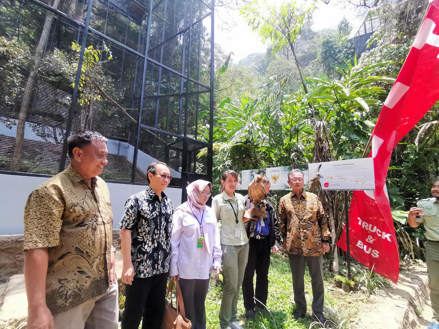 Kandang Elang Jawa CSR Hino Indonesia untuk Taman Safari Indonesia