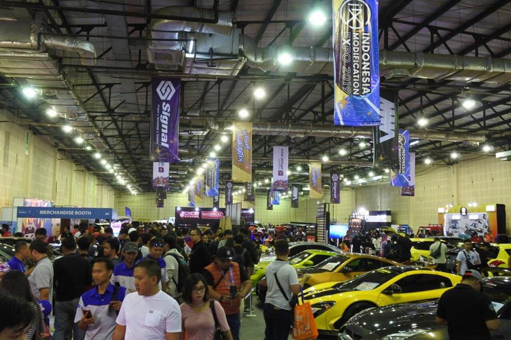 Mobil-mobil modifikasi menjadi daya tarik utama dalam ajang IMX 2019