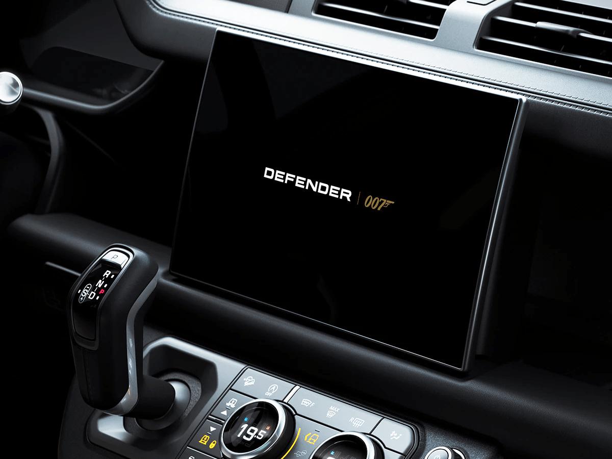 Fitur Land Rover Defender V8 Bond Edition