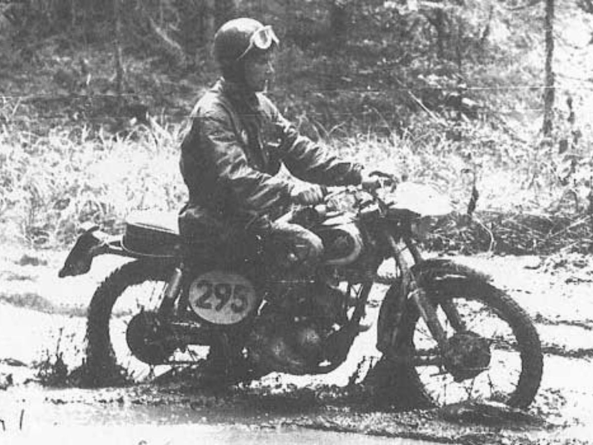 Pembalap KTM Pertama, Egon Dornaurer Memenangkan International Six Days Trials 1956